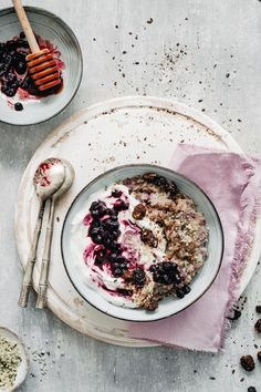 New Brunch Food Photography Breakfast Recipes Ideas Healthy Oatmeal Recipes, Vegan Oatmeal, Oatmeal Yogurt, Healthy Food, Oatmeal With Fruit, Healthy Eating, Brunch Recipes, Gourmet Recipes, Breakfast Recipes