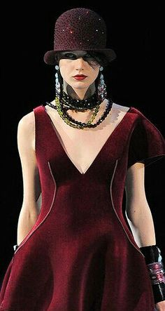 Giorgio Armani neckline idea for existing dress Magenta, Runway Fashion, High Fashion, Womens Fashion, Bordeaux, Shades Of Burgundy, Burgundy Wine, Burgundy Fashion, Vogue
