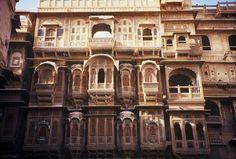 INDIA 1995 - Jaisalmer जैसालमेर, Rajasthan - I bellissimi palazzi in arenaria gialla della città del deserto al confine col Pakistan  (foto G.Arcese)