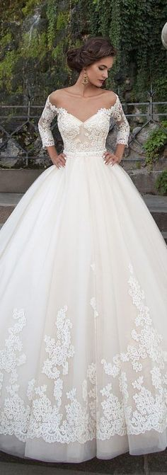 ok i seen this and i want to have this dress when i get married its the best thing i have ever set my eyes on and the prson who is wearing it looks fab in it.
