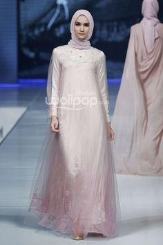 """Gadih"" by Ria Miranda, Jakarta Fashion & Food Festival 2014 Hijab Gown, Hijab Style Dress, Abaya Fashion, Modest Fashion, Fashion Dresses, Dress Brukat, Tulle Dress, Muslimah Wedding Dress, Hijab Bride"