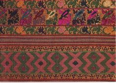 Detail of a cofradia huipil of silk supplementary weft thread on natural brown cotton from Comalapa, Guatemala. Guatemalan Recipes, Guatemalan Textiles, Weaving Projects, Embroidery Techniques, Geometric Designs, Woven Rug, Textile Art, Bohemian Rug, Hand Weaving