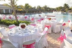 Pretty in pink! This poolside #reception setup is perfect!