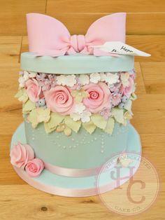 Hatbox birthday cake - Cake by thehandcraftedcake - CakesDecor