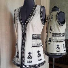 #Сшитоназаказ #шикарный #стилизованный #якутскийжилет #натуральнаякожа #бисер #preciosa #металлическиебляшки #бусиныизстекла