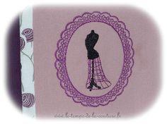 POCHETTE TROUSSE - à soufflet - zippée - Tons de violine et lilas vieux rose - brodée - FAIT MAIN.