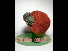 Cloche anni '20 all'uncinetto *Madame Crochet* - YouTube Tricot Simple, Crochet Instructions, Cloche Hat, Crochet Clothes, Diy And Crafts, Knitting Patterns, Sewing, Hats, Handmade