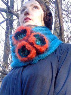 Col écharpe en laine mohair rehaussé de fleurs par severineledore, €89.00