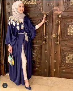Summer kaftan dresses and open Abayas Modern Hijab Fashion, Abaya Fashion, Muslim Fashion, Fashion Outfits, Retro Fashion, Korean Fashion, Mode Abaya, Mode Hijab, Modest Dresses
