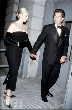 John Jr & Carolyn 1998- LOVE Carolyn's style. Had she lived, I think she would have been one of the biggest fashion icons ever.