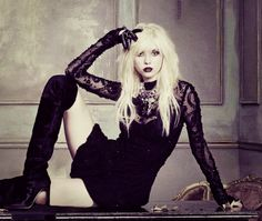 taylor momsen... loves this outfit. buy me it? please?