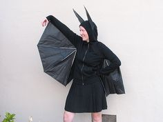 Know anyone who's looking for Halloween costume ideas? There's this (brief tutorial), from Evil Mad Scientist Laboratories: How to build a better bat costume. Find other uses for dead umbrellas here, and earlier Unconsumption Halloween-related posts here. Diy Bat Costume, Diy Halloween Costumes For Girls, Bat Halloween Costume, Halloween Bats, Diy Costumes, Costume Ideas, Halloween Town, Animal Costumes, Creative Halloween Costumes