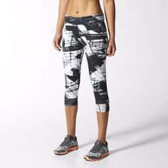 These eye-catching three-quarter-length tights work hard both in and out of the gym. Featuring a bold black and white allover print, these women's training leggings have climalite® fabric that wicks sweat off of your skin so you feel dry and comfortable during your workout. The flattering flat elastic waist hugs without binding.