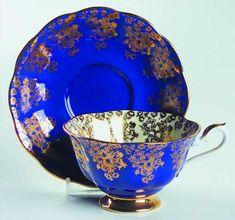 Antique Tea Cups, Vintage Cups, Cup And Saucer Set, Tea Cup Saucer, Cute Tea Cups, Vase Deco, Ceramic Coffee Cups, Teapots And Cups, Tea Service