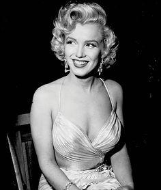 Marilyn so glamorous!