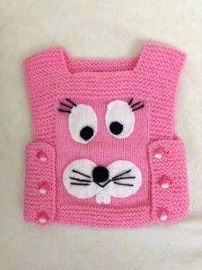 yandan düğmeli köpek desenli örgü yelek modeli maravillas hacen con sus manos felicitaciones a todos los que nos deleitan con este arte Baby Hats Knitting, Knitting For Kids, Baby Knitting Patterns, Crochet For Kids, Baby Patterns, Knitted Hats, Crochet Patterns, Baby Pullover, Baby Cardigan