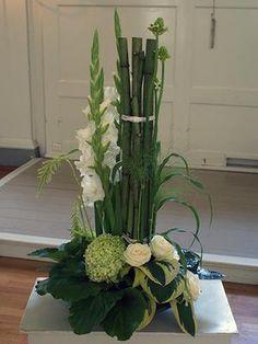 Bekijk de foto van vfmvanderwalle met als titel strak wit bloemstuk en andere inspirerende plaatjes op Welke.nl.