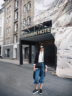 Elisa from www.schwarzersamt.com is wearing a casual day look in the streets of Copenhagen. She is wearing H&M denim culotte, trench coat & platform sneaker