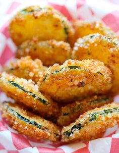 Parmesan Crisps Zucchini Parmesan Crisps - A healthy snack that's incredibly crunchy, crispy and addicting!Zucchini Parmesan Crisps - A healthy snack that's incredibly crunchy, crispy and addicting! Zucchini Parmesan Crisps, Parmesan Chips, Healthy Zucchini, Fried Zucchini, Parmesan Crusted, Vegetable Dishes, Vegetable Recipes, Vegetarian Recipes, Cooking Recipes