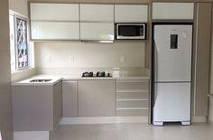 Cozinha em L: 70 modelos funcionais para incorporar no seu projeto Kitchen Room Design, Kitchen Cabinets Decor, Kitchen Cabinet Design, Modern Kitchen Design, Home Decor Kitchen, Interior Design Kitchen, Home Kitchens, Kitchen Ideas, Small Apartment Kitchen