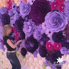 Объемные цветы из бумаги для фотозоны.