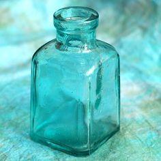 tiffany blue bottle http://www.veraclasse.it/pinterest/