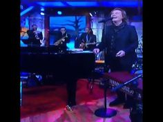 Thez Zombies-Colin & Rod peform on the Late Show..Colin holding that note