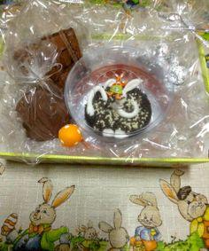 Cesta contém: pão de mel (1unidade), brownie (1 unidade), bombons maciços (8 unidades), ofurô com coelho 200g (1 unidade). Chocolate Belga R$ 64,30