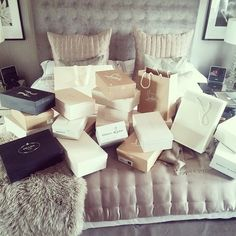 Luxury lifestyle, luxury living, girls shopping, birthday goals, shopping s Luxury Lifestyle Fashion, Rich Lifestyle, Lifestyle Shop, Luxury Fashion, Fashion Trends, Birthday Goals, Rich Girl, Rich Man, Girls Shopping