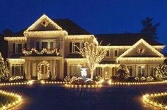 Of all the home businesses out there, Christmas Light Installation businesses may be one of the best kept secrets around. Most people think of hanging Christmas lights as a low paying, low potential, grunt work job, and therefore they Exterior Christmas Lights, Christmas Lights Outside, Christmas House Lights, White Christmas Lights, Hanging Christmas Lights, Christmas Light Displays, Decorating With Christmas Lights, Noel Christmas, Outdoor Christmas Decorations