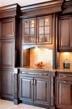 Classic: Timeless style characterizing the simplicity and elegance Luxury Kitchen Design, Kitchen Room Design, Best Kitchen Designs, Luxury Kitchens, Home Decor Kitchen, Interior Design Kitchen, Kitchen Furniture, Tuscan Kitchens, Cupboard Design