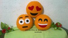Almofadinhas em feltro para decoração, com tema de Emoticons. Aceito encomendas, contato beatnokia@hotmail.com