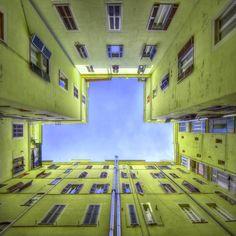 Une magnifique série de photographies d'architecture du photographe italien Stefano Scarselli, basé à Rome, avec un très beau travail sur le...
