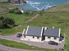 Vacation home Cuascrome - Vacation rental in Caherciveen, Cork and Kerry, Ireland Cork, Golf Courses, Vacation Rentals, Places, Travel, Cities, Homes, Open Fireplace, Parking Space