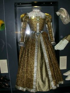 Mary Queen of Scots gown with accessories, ca. 1580   Photo:  On display at Stirling Castle