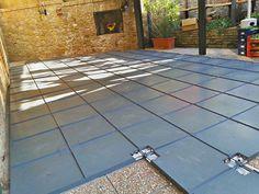 Posa e collegamento dei moduli Ecoplana. Tile Floor, Flooring, Tile Flooring, Hardwood Floor, Paving Stones, Floor, Floors