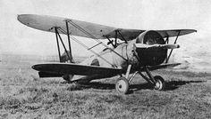 九〇式艦上戦闘機 日本海軍の艦上戦闘機。 日本人が初めて設計、製造した戦闘機である。 空母、陸上部隊の両方で使用された。 日中戦争に投入され、1937年8月16日、六機が敵戦闘機と交戦して三機を撃墜。翌日にも四機が二機を撃墜している。