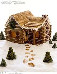 Gingerbread Log Cabin Awww man, I could do awesome this year! Cool Gingerbread Houses, Gingerbread House Designs, Gingerbread House Parties, Gingerbread Village, Christmas Gingerbread House, Gingerbread Cookies, Graham Cracker Gingerbread House, Cabin Christmas, Christmas Goodies