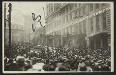 Postal retratando uma manifestação popular durante os eventos da Revolução de 1930. Veja a matéria em http://sampahistorica.wordpress.com/2014/08/28/postais-revolucionarios/