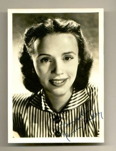 Jessica Tandy, stage and film actress, married to actors Jack Hawkins and Hume Cronyn (Driving Miss Daisy) Golden Age Of Hollywood, Hollywood Stars, Old Hollywood, British Actresses, Actors & Actresses, British Actors, Jessica Tandy, Driving Miss Daisy, Actress Jessica