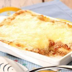 Receita de Lasanha de Frango com Dois Molhos - 4 colheres (sopa) de manteiga, 1 unidade de cebola pequena ralada, 6 colheres (sopa) de farinha de trigo, 4 x...
