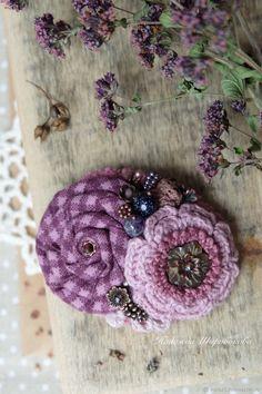 """Купить Брошь с цветами """"Черничное парфе"""" - брусничный, сливовый цвет, лиловый, лиловая брошь"""