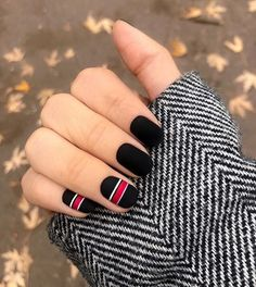 Catch the inspiration portion to a beautiful design manicure short nails! More than 50 ideas trendy manicure on short and very short nails Square Nail Designs, Black Nail Designs, Nail Art Designs, Nails Design, Black Shellac Nails, Gel Nails, Nail Polish, Coffin Nails, Gradient Nails