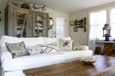 Natural Cushions In Living Room Design Ideas, Pictures, Remodel, and Decor - page 4
