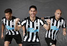 El Nueva equipacion del Newcastle United 2017 - 2018 baratas cuenta con el famoso club de rayas blancas y negro en su frente y hombros.    El collar y las rayas de hombro PUMA son negros para un ligero contraste con las rayas blancas de la camiseta.