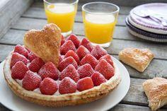 Een knapperige bladerdeegschelp gevuld met romige aardbeien-mascarponemousse en daarop verse aardbeien. Veel beter kan het niet worden!