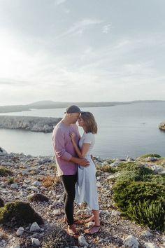 Herrliches Paarshooting auf Menorca . Natalie und Sascha hatten auch einen Traum von Licht - Wir lieben den Sonnenuntergang auf den Ballearen. Gerne sind wir euer Fotograf / Hochzeitsfotograf auf Mallorca , Menorca oder Ibiza