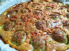 Πίτα με κεφτεδάκια! Όταν είδα αυτή τη συνταγή ανυπομονούσα να την φτιάξω ! Φυσικά την έκανα στα γούστα μας! Φανταστική πίτα για ... Greek Recipes, Vegetable Pizza, Guacamole, Quiche, Hamburger, Deserts, Good Food, Food And Drink, Appetizers