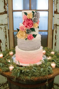 Piece of cake- short north - Fondant Ruffle Cake Ombre Roses