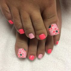 What manicure for what kind of nails? - My Nails Pretty Toe Nails, Cute Toe Nails, Fancy Nails, My Nails, Pedicure Designs, Pedicure Nail Art, Toe Nail Designs, Toe Nail Color, Toe Nail Art